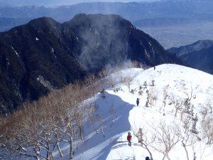振り返って登山道