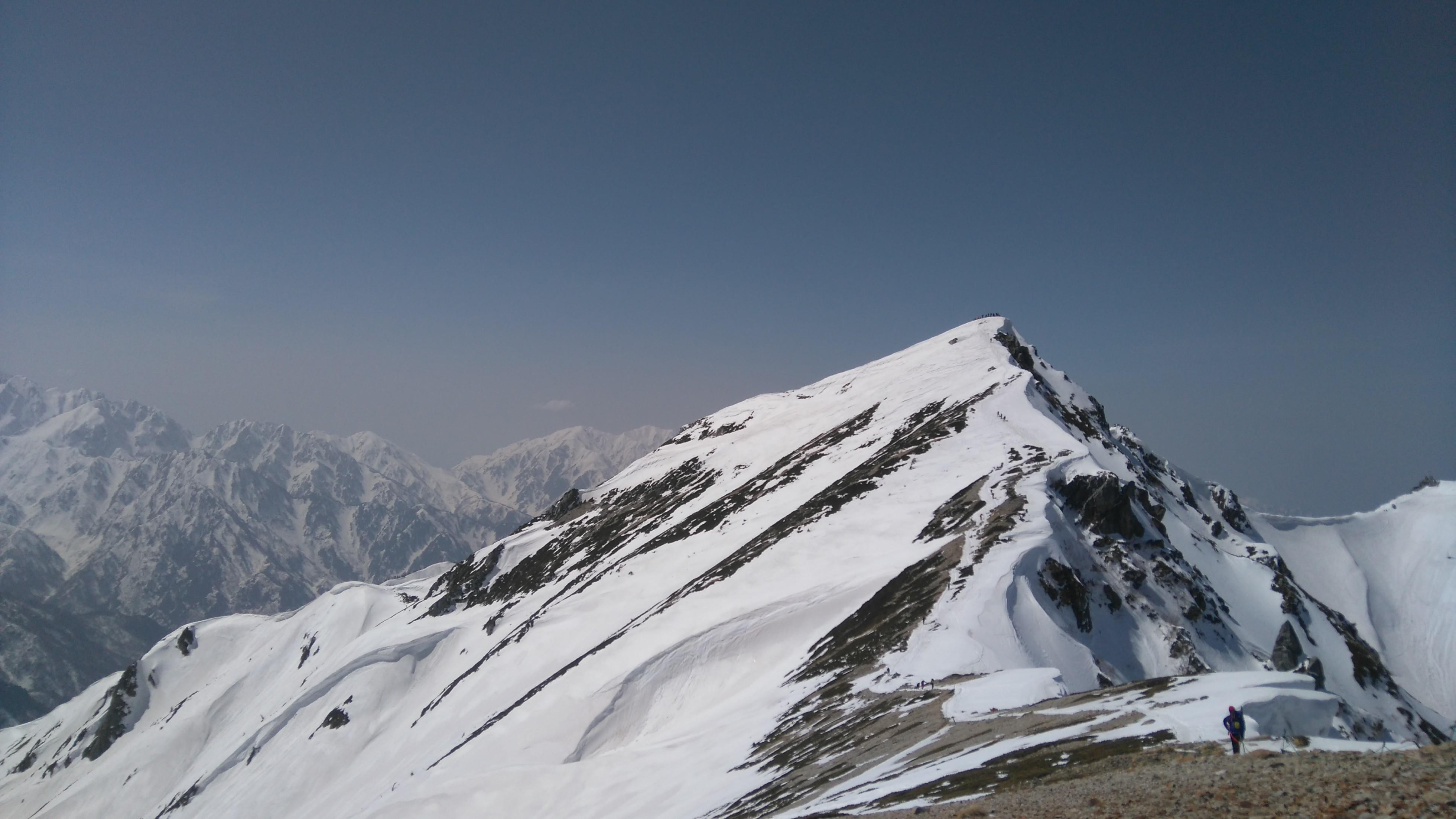 唐松岳頂上山荘から眺める唐松岳