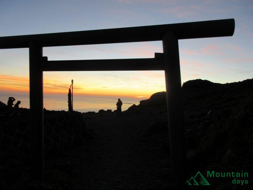 登山ツアー参加時に見ることができる景色の写真