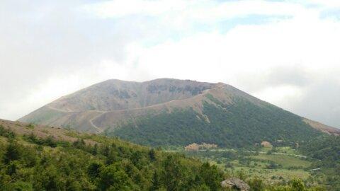 東吾妻山の全景