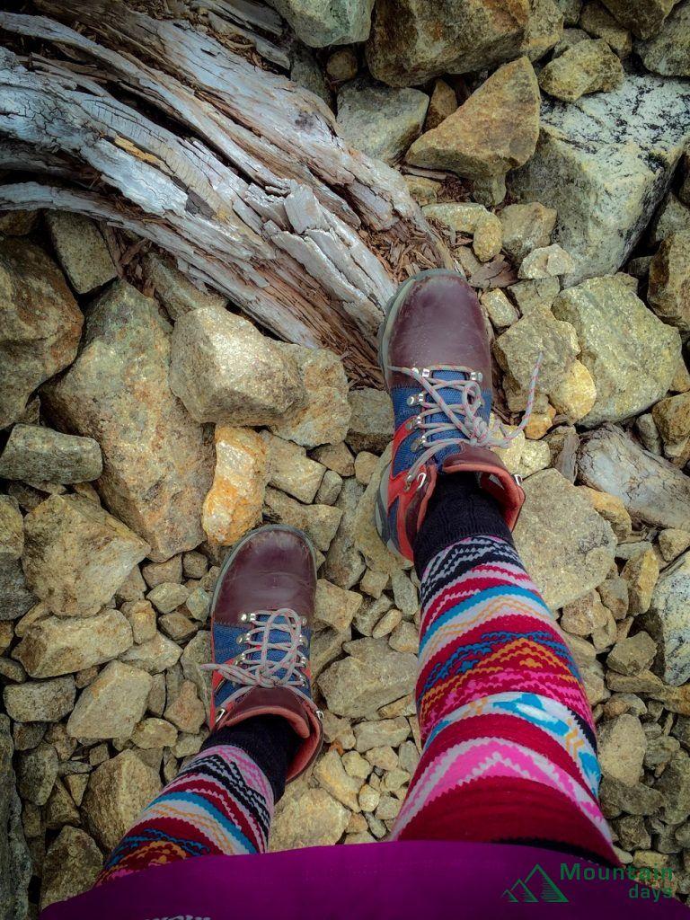 暖かいタイツを履いて登山をする山ガール