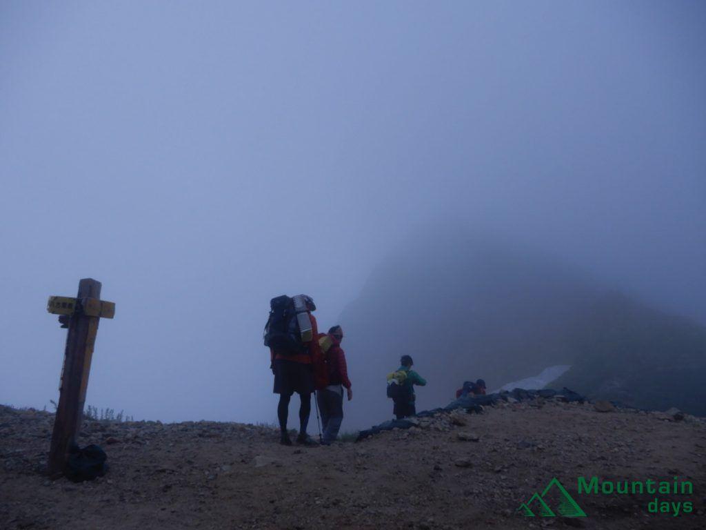 唐松岳山頂もうっすら