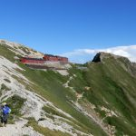 【まりの山小屋レポ】唐松岳頂上山荘に泊まってみました 泊まって安心山小屋情報