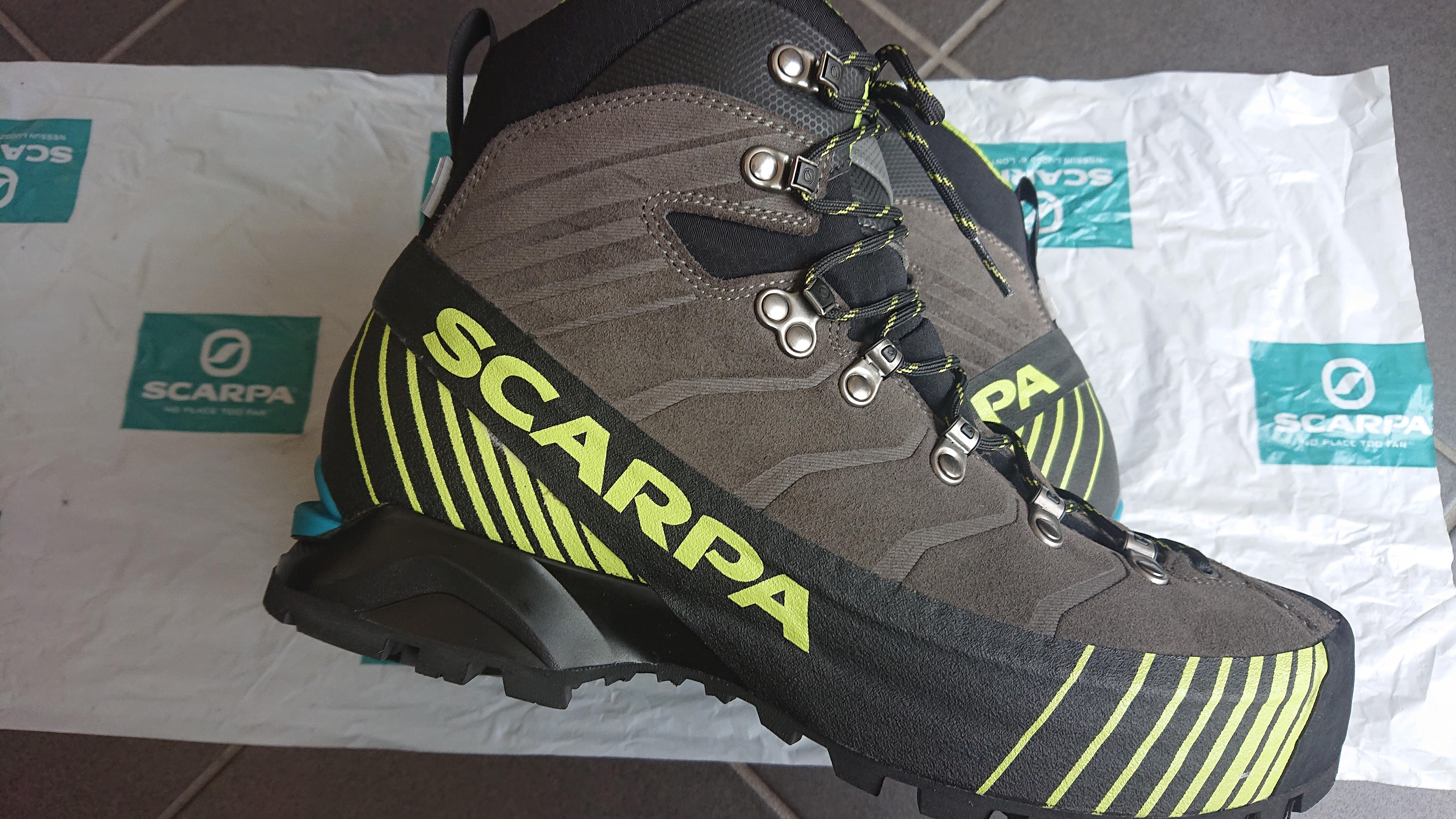 登山靴スカルパリベレの写真