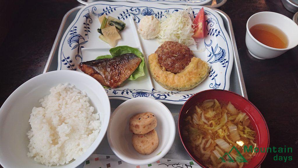 品数豊富な涸沢ヒュッテの晩御飯の写真