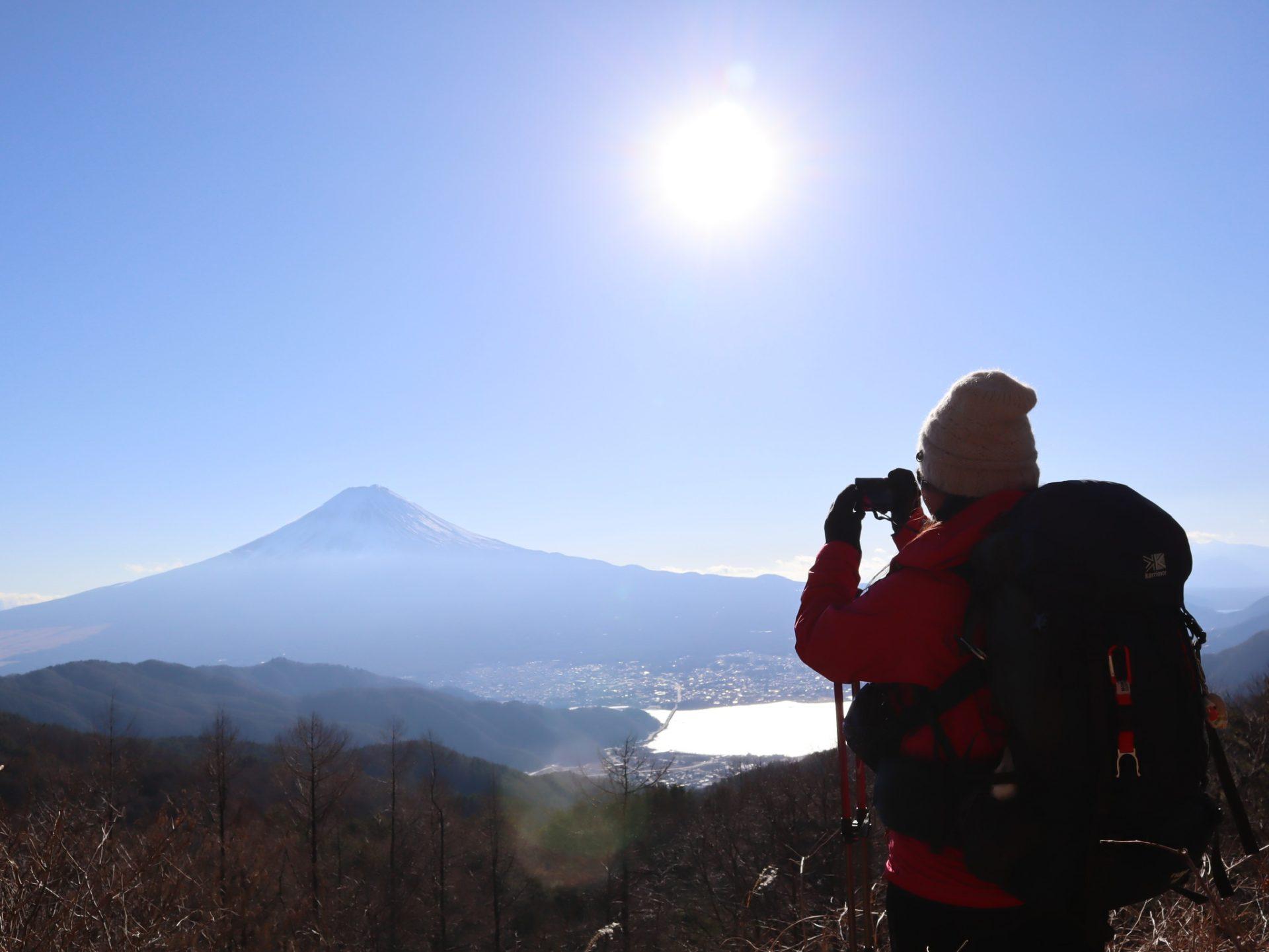 ご利益、開運を求めて新年早々富士山を拝む登山に出かけた山ガールのまりちゃんが今回登ったのは山梨でも人気の三ツ峠。新年早々の登山・ハイキングはどうだったのでしょうか。