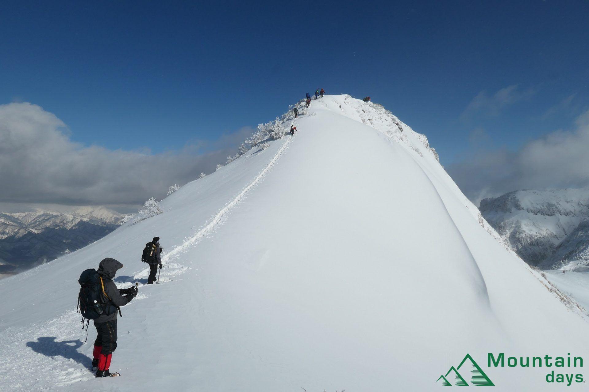山ガールまりちゃんが雪の上州武尊山に登ってきたレポをお届け! 雪山登山でも人気の武尊山はどんな山なのでしょうか。コースガイドと共に景色をお楽しみください!