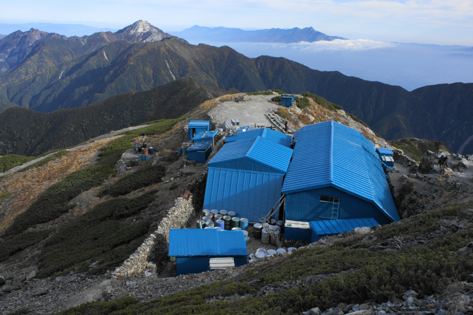 北岳肩の小屋を上から撮影した写真